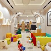 комната для игр ребенка в коттедже пример интерьера
