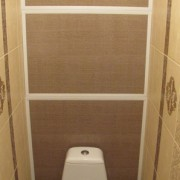 plastikovye-paneli-v-tualete-deshyovo-i-dolgovechno
